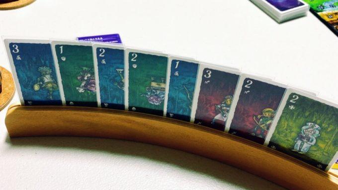 カードゲームの地下迷宮と5つの部族